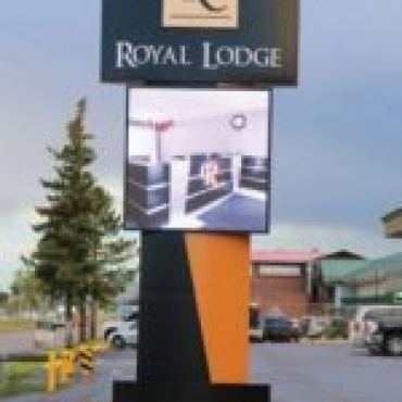 royallodge-pylon